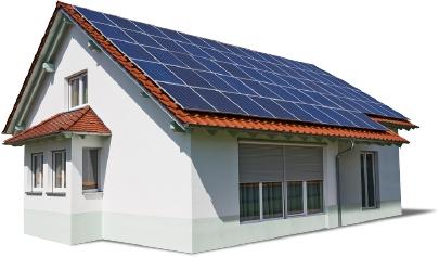 Maison avec des panneaux photovoltaïques sur le toit